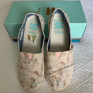 Disney TOMS for Youth (Size 3)